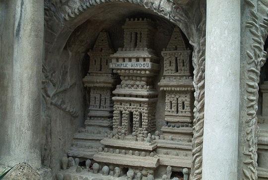 Как почтальон построил великолепный замок из придорожных камней