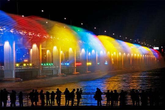 Самый длинный в мире мост-фонтан