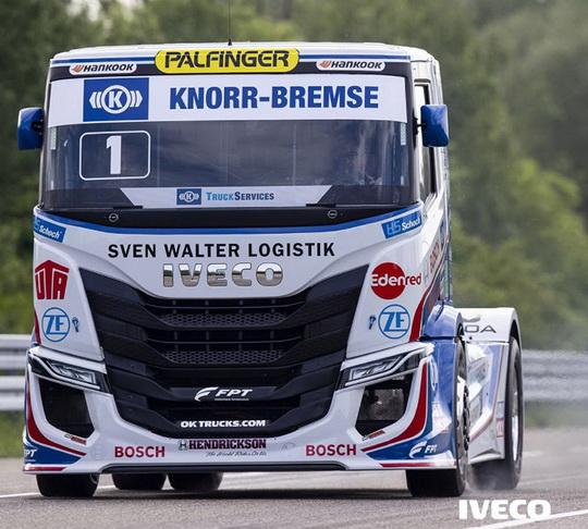 Гоночный грузовик IVECO S-WAY R