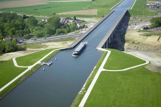 5 чудо-мостов, по которым ходят корабли