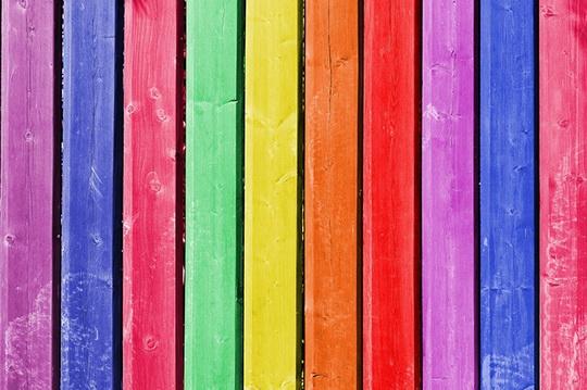 Как правильно красить древесину
