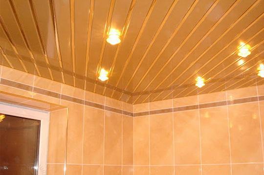 Как оформить потолок в ванной комнате