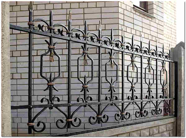 Декоративная кованная ограда