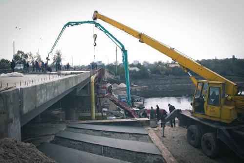 На ремонте моста в Павлограде чуть не украли миллион