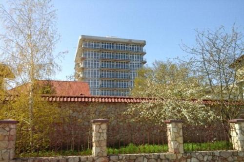 В частном секторе Днепропетровска начали строить многоэтажку