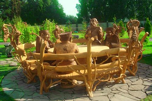 Создан и появился в продаже новый лак для садовой мебели