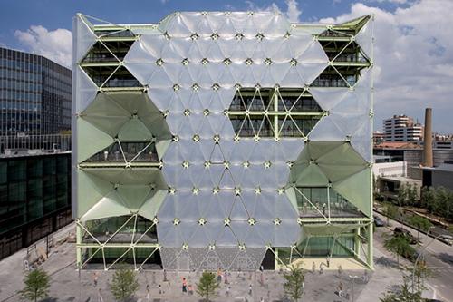 Новый архитектурный стиль – динамические фасады. Здание Media-ICT