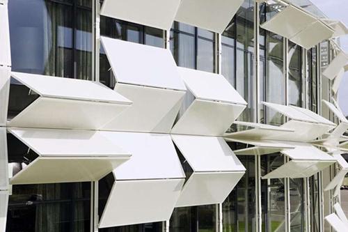 Новый архитектурный стиль – динамические фасады. Офисное здание Kiefer Technic Showroom