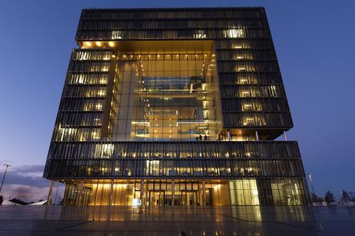 Новый архитектурный стиль – динамические фасады. Здание Q1
