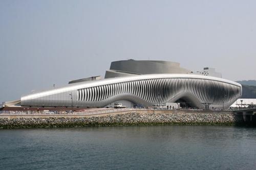 Новый архитектурный стиль – динамические фасады. Выставочный павильон One Ocean