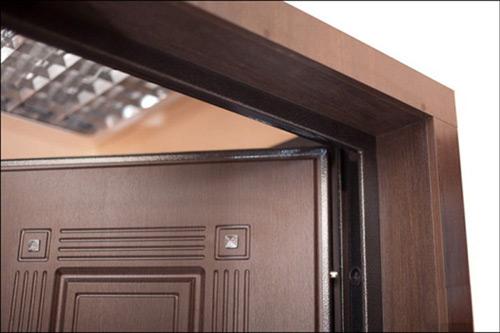Что делать, если толщина дверной коробки не совпадает с толщиной стены. Видео