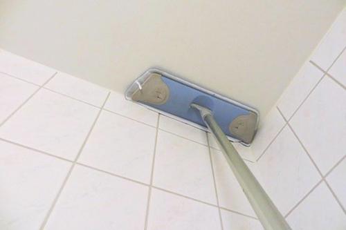 Как удалить водоэмульсионную краску с потолка. Видео