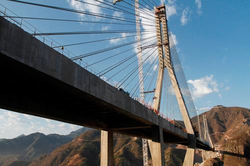 Самый высокий подвесной мост в мире. Видео