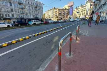 На Бессарабской площади начали упорядочивать движение