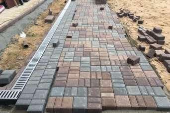 Как уложить тротуарную плитку вокруг своего дома