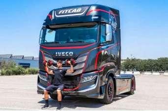 Впервые в мире в кабине грузовика создали спортзал