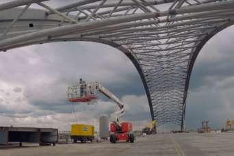 На Подольском мосту устанавливают арочную конструкцию