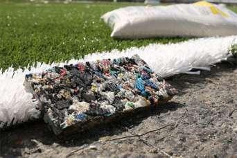 Из 1,8 млн. пластиковых бутылок построили поле