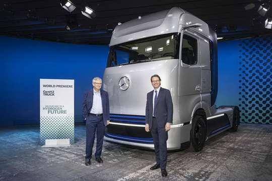 Mercedes-Benz официально представил грузовик, работающий на водороде. Фото