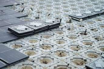В Барселоне солнечными батареями выложили центральную историческую площадь города