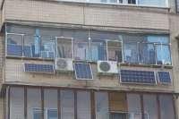 Киевлянин установил на балконе солнечные батареи и экономит на электричестве