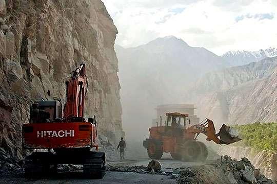 Через горную систему, вторую по высоте после Гималаев, построили скоростную автотрассу. Видео