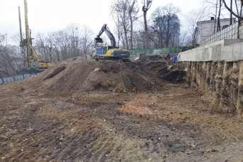 Незаконную высотку над Александровской больницей снова запретили строить
