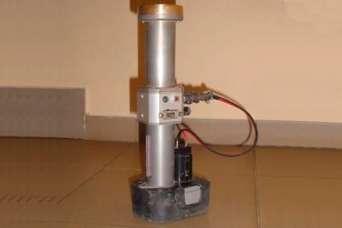 В Украине появился новый экзотический инструмент: автоматический молоток каменщика