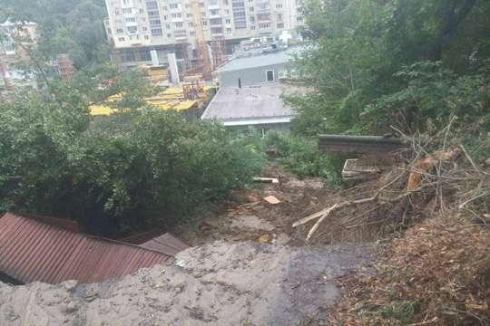 Сколько денег забирают оползни у Киева