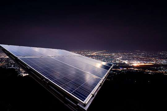 Изобретена «солнечная батарея наоборот», которая работает ночью