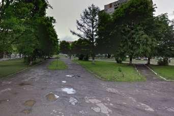 Во Львове уже 13 лет борются за сквер