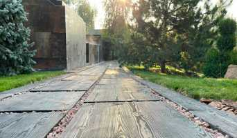 Фактура натуральной древесины в ландшафтном дизайне