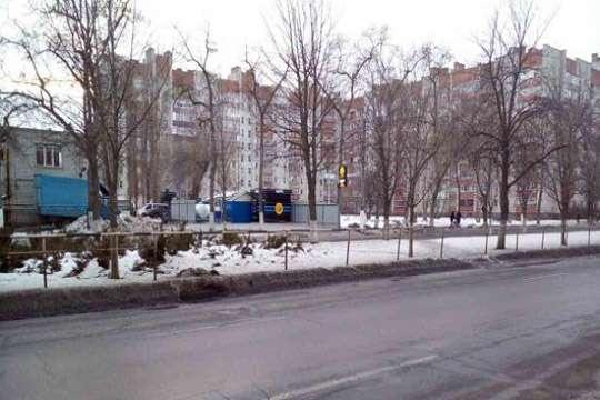 Прокуратура истребовала киевскую землю из-под заправки