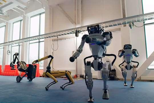 Курьезы: роботы танцуют твист. Видео
