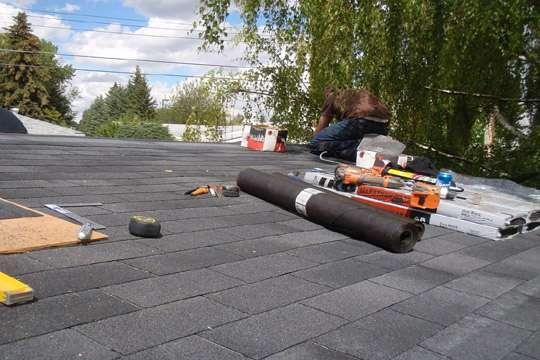 На ремонте киевских крыш похитили 300 тыс. грн.