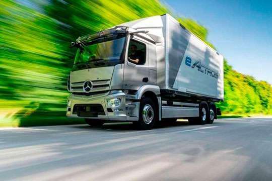 Mercedes-Benz переходит на серийный выпуск аккумуляторных грузовиков