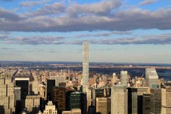 Жильцов небоскреба преследуют потопы и сильный ветер