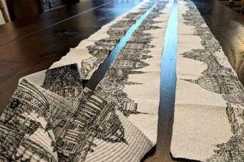 Городской ландшафт нарисовали на рулоне туалетной бумаги