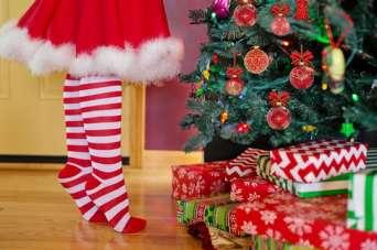 Курьезы: американские дети в Рождество ищут на елке огурец