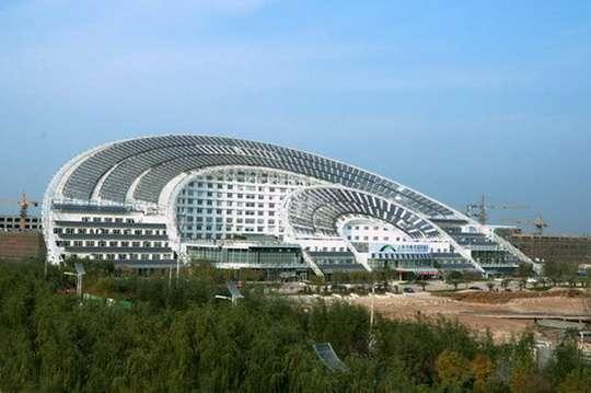 Как необычно выглядит энергоэффективное здание в форме китайского веера. Фото