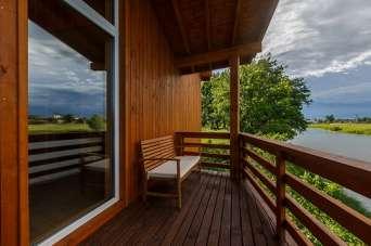 Оновлюємо до весни дерев'яні парапети на терасі