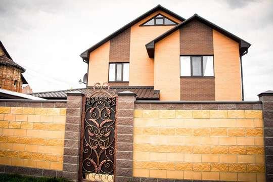 В Украине построили «янтарный дом». Фото