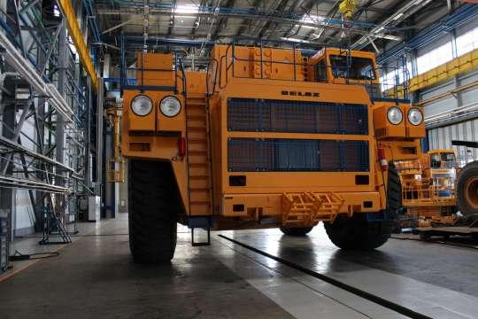 БЕЛАЗ выпустил новый 220-тонный карьерный самосвал