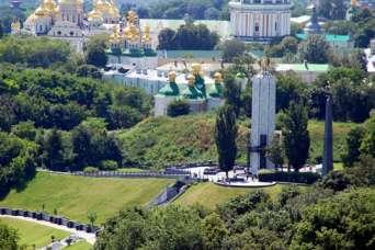 На строительстве мемориала жертв Голодомора тоже воруют
