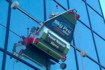 Курьезы: роботы моют небоскребы. Видео