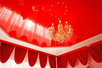 Какой потолок лучше - натяжной или подвесной