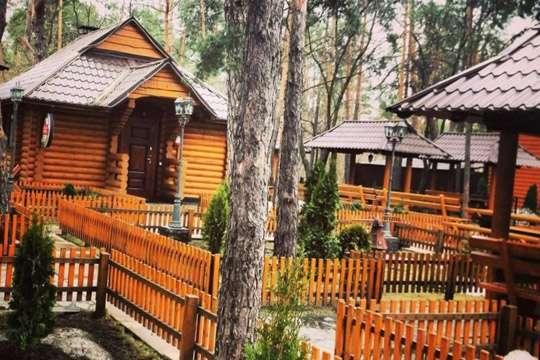 В зеленой зоне Киева незаконно отгрохали ресторан