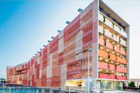 На мировом рынке фасадного остекления отмечен рост спроса на дорогие материалы