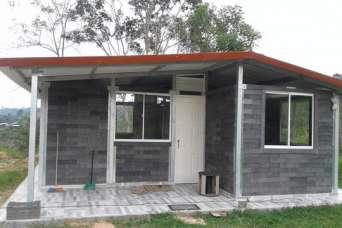 Из пластиковых отходов строят крепкие дома
