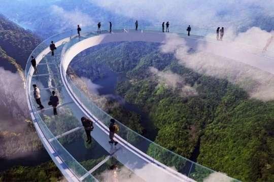 Почему в Китае закрывают знаменитые стеклянные мосты